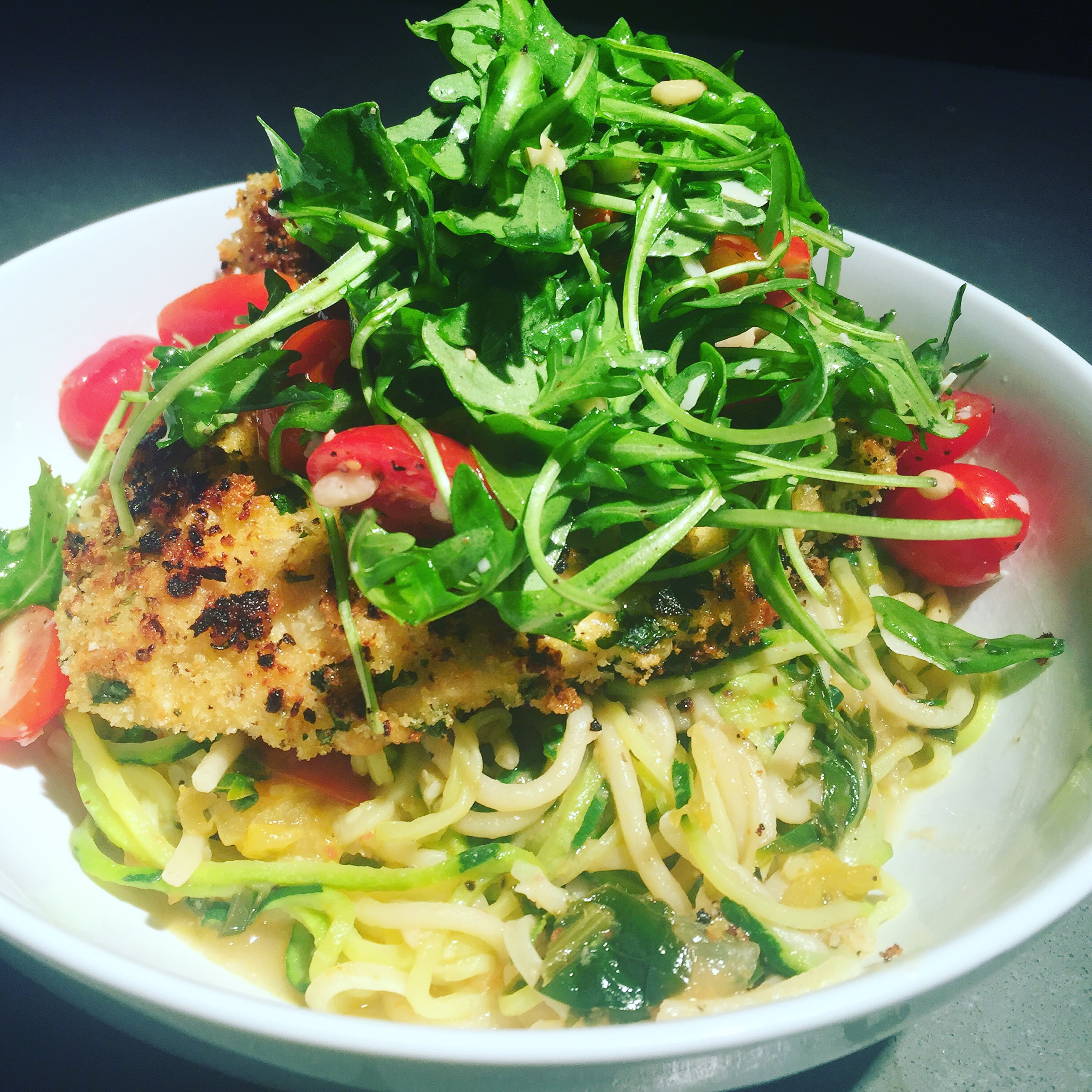 bistro gourmet at home : crispy chicken with rocket salad and pasta